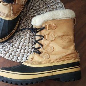 Sorel Caribou leather upper boots EUC Size 10